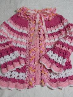 Casaco de lã em crochê com detalhes em lã pompom    Tamanho 4-6 anos    Escolha as cores de sua preferência.  Produto feito sob encomenda. Fazemos também em outros tamanhos. R$ 90,00