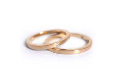 Alianças Minimal - Alianças minimalistas e discretas em ouro 18k com opção adicional de diamantes. #joiasliê #weddingrings
