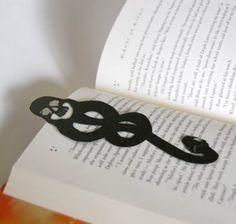the Dark (book)Mark - Harry Potter Bookmark Craft, Diy Bookmarks, Bookmark Ideas, Origami Bookmark, Harry Potter Bookmark, Harry Potter Love, Hogwarts, Slytherin, Cajas Silhouette Cameo