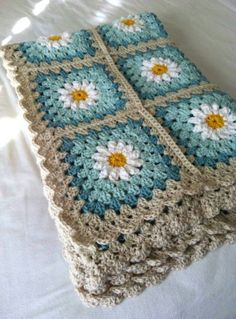Daisy crochet afghan in turquoise and gray: (via tillie tulip - a handmade mishmosh: Photo tutorial of how to create the daisy)Daisy crochet blanket Love the colors, could do grey and two shades of purple for guest room. Daisy crochet blanket Love th Point Granny Au Crochet, Crochet Squares, Crochet Blanket Patterns, Knitting Patterns, Crochet Afghans, Free Knitting, Stitch Patterns, Crochet Blanket Border, Knitting Ideas