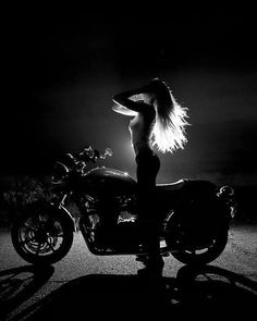 #motorcycles #girls #motos | caferacerpasion.com