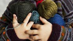 Kokosimme ohjeita lasten lapasiin. Katso Kotiliesi.fi:stä ohjeet, ja äänestä millaiset lasten lapaset ovat mielestäsi kivoimmat! Fingerless Gloves, Arm Warmers, Fashion, Fingerless Mitts, Moda, Cuffs, Fashion Styles, Fingerless Mittens, Fasion