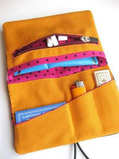 Tobacco Pouches – Birds II - Tobacco Pouch (zipper pocket) – a unique product by limabaum on DaWanda Sewing Hacks, Sewing Projects, Leather Tobacco Pouch, Sewing To Sell, Pouch Pattern, Pouch Tutorial, Pencil Bags, Purse Organization, Knitted Blankets