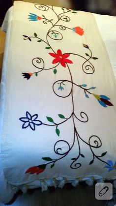 Flower Embroidery Designs, Hand Embroidery Patterns, Crochet Patterns, Mexican Embroidery, Crewel Embroidery, Macrame Purse, Sewing Stitches, Decorative Throws, Fabric Painting