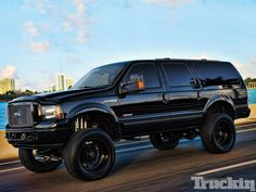 Riding around the sun-drenched avenues of Miami, Florida, are plenty of colorful and eye-grabbing rides. You'll find plenty of vehicles maki. Lifted Excursion, Ford Excursion Diesel, 2000 Ford Excursion, Cool Trucks, Big Trucks, Future Trucks, Lifted Ford, Lifted Trucks, Expedition Vehicle