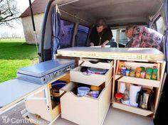 Monique Guillon et Patrick Matéos transforment leur Partner en cuisine et chambre à coucher.? - photos Gaël baud