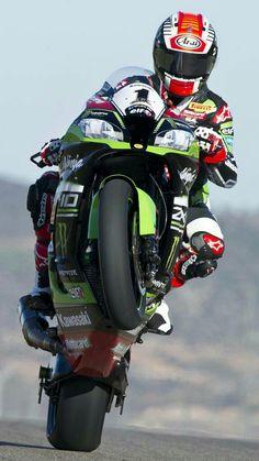 Jonathan Rea Custom Motorcycle Parts, Motorcycle Suit, Motorcycle Racers, Moto Bike, Kawasaki Ninja Bike, Kawasaki Motorcycles, Racing Motorcycles, Suzuki Gsx, Valentino Rossi