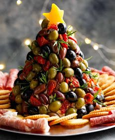 Antipasto Cheese Ball Christmas Tree is a showstopper! Forget antipasto platters… Antipasto Cheese Ball Christmas Tree is a showstopper! This cheeseball is even better with a sun dried tomato cream cheese dip! Christmas Party Food, Xmas Food, Christmas Appetizers, Christmas Cooking, Horderves Christmas, Italian Christmas Dinner, Christmas Pasta, Christmas Nibbles, Christmas Apps