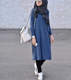 Ladies can appreciate hijab fashion inside of the Islamic law. Hijab design may fluctuate by fabric,. Stylish Hijab, Casual Hijab Outfit, Hijab Chic, Casual Outfits, Ootd Hijab, Hijab Fashion Casual, Fashion Muslimah, Hijab Dress, Dress Casual