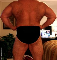 huge thick muscled powerlifter strong hairy man legs