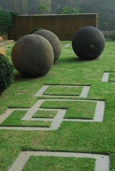 Modern garden design ideas, including contemporary paving, fences, plants & patio furniture. #Moderngardendesign #moderngardendesignideas