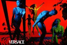 Ad Campaign: Versace Spring Summer 1999 Model: Malgosia Bela, Gisele Bündchen, Haylynn Cohen, Carmen Kass, Frankie Rayder Photographer: Steven Meisel