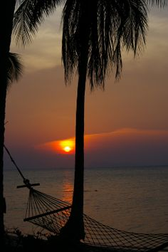 Sunset, Ban Tai Beach, Koh Samui, Thailand. Photo: Pat Hinsley