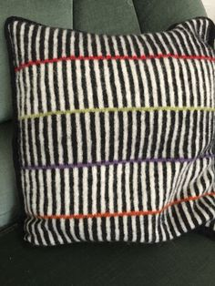 Stripes - insp til jaquare hækling Knitted Cushions, Knitted Blankets, Knitting Designs, Knitting Patterns, Glam Pillows, Creative Knitting, Basic Embroidery Stitches, Knitting Stiches, Knit Pillow