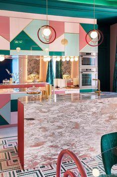 Casa Decor 2019 is happening right now in Madrid and we already found a project we LOVE! The Wonder Galaxy dressing room of interior designer Patricia Bustos. Cocina Art Deco, Cafe Interior, Interior Design, Kitchen Interior, Maximalist Interior, Futuristic Interior, Memphis Design, Dark Interiors, Cheap Home Decor