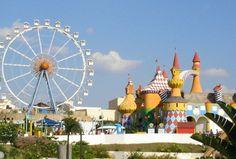 Hopi Hari, es un parque de diversiones, ubicado a aprox. 1h de la ciudad, posee un total de mas de 30 juegos y atracciones.