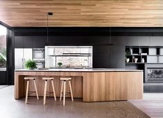 "Timber wraps the island and the ceiling, in this kitchen designed by [Matt Gibson Architecture + Design](http://www.mattgibson.com.au/|target=""_blank""