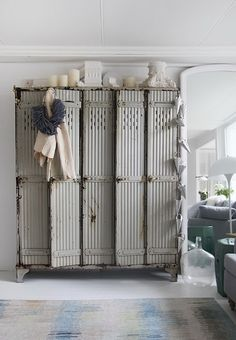 Megan Morton's Sydney home. Love the industrial lockers. Via The Design Files. Vintage Industrial, Industrial Chic, Industrial Furniture, Industrial Lockers, Industrial Design, Vintage Metal, Furniture Vintage, Industrial Industry, Reclaimed Furniture