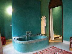 Polished plaster/tadelakt tub.