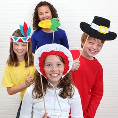 Your kids will love these Thanksgiving craft ideas that allow them to use their imagination and recreate the first Thanksgiving. Let their creativity soar with these Thanksgiving Day Play Props. Thanksgiving Parade, Thanksgiving Photos, Thanksgiving Activities For Kids, First Thanksgiving, Thanksgiving Crafts For Kids, Fun Activities For Kids, Fall Crafts, Preschool Ideas, Kids Crafts