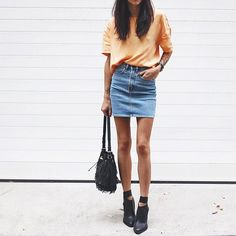 Orange tee denim skirt First day of college outfit University outfit Casual style ideas Style Outfits, Mode Outfits, Summer Outfits, Casual Outfits, Classic Outfits, School Outfits, Looks Street Style, Looks Style, Look Fashion