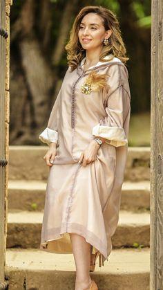 Morrocan Dress, Moroccan Caftan, Classy Outfits For Women, Classy Women, Abaya Fashion, Muslim Fashion, Girl Fashion, Fashion Outfits, Womens Fashion