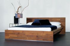 Bed Fatboy in geolied hout van Luna Bed Frame Design, Bed Design, Teak Furniture, Furniture Design, Diy Bett, Bedroom Design Inspiration, Solid Wood Table, Wood Tables, Bed Frame And Headboard