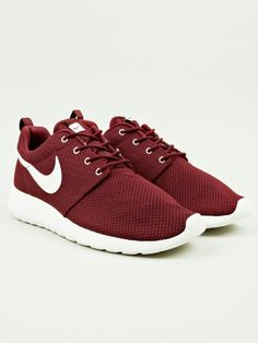 Nike Men's Burgundy Roshe Run Sneakers | oki-ni