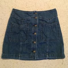 Free People denim skirt Never been worn before Free People Denim skirt in perfect condition. Fits like a size 4 Free People Skirts Midi