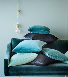 5 Young Cool Tips: Decorative Pillows Living Room Colour decorative pillows red grain sack.Decorative Pillows On Bed Black decorative pillows purple cushions. Velvet Cushions, Blue Cushions, Velvet Lounge, Turquoise Cushions, Scatter Cushions, Deco Design, Green Velvet, Pink Velvet, Colour Schemes