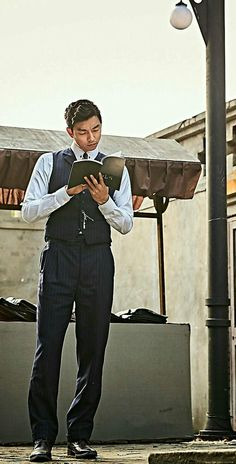 The Age of Shadows Wallpapers ❤❤ 공유 Gong Yoo ♡♡ Life was its usual and then there's Yoo. Korean Tv Shows, Korean Actors, Dramas, Goblin Gong Yoo, Busan South Korea, Singer Fashion, Yoo Gong, Goong, Richard Gere