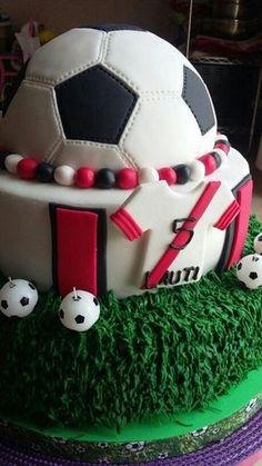 tortas de futbol para niños dos pisos Soccer Birthday Parties, 5th Birthday Cake, Birthday Cup, Soccer Party, Soccer Cake, Soccer Theme, Sports Themed Cakes, Ballerina Cakes, Fancy Cakes