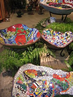 Mosaic Birdbaths (ONLY FOR Families WITHOUT CATS!) FROM: by Mo_mo_, via Flickr - My-House-My-Home