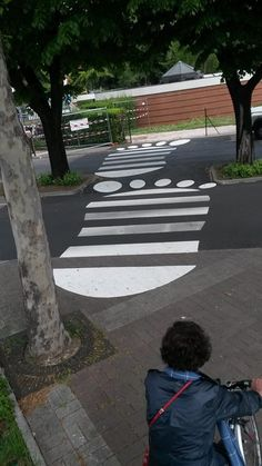 strisce pedonali piedoni Passage Piéton, Pedestrian Crossing, Zebra Crossing, Ninja Art, Street Mural, Sidewalk Chalk Art, Commercial Interior Design, True Art, Weird Art