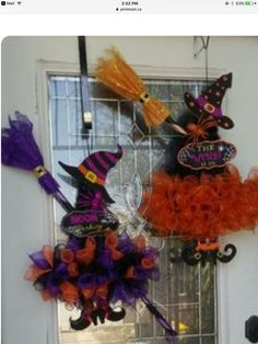 Deco Mesh Witch Wreath by LoversLaneCrafts on EtsyEtsy listing witch wreath with legs, tutu and hatThis witch is decked out in her finest dress and hat ready for Halloween! Her body is made from purple deco mesh, ribbon and black tulle. Halloween Door Wreaths, Halloween Deco Mesh, Halloween Hats, Halloween Door Decorations, Holidays Halloween, Holiday Wreaths, Manualidades Halloween, Adornos Halloween, Halloween Imagem