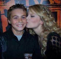 Taylor Swift - She is so sweet!