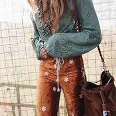 Tip ☮ American Hippie Bohéme Boho Style ☮ Hippie Style, Hippie Boho, Estilo Hippie Chic, Bohemian Mode, Gypsy Style, Boho Gypsy, Bohemian Style, 70s Hippie, Hippie Pants