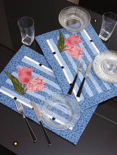 61 Ideas Patchwork Table Runner Tutorial Simple For 2019 Patchwork Table Runner, Table Runner And Placemats, Quilted Table Runners, Small Quilts, Mini Quilts, Plus Forte Table Matelassés, Quilting Projects, Sewing Projects, Table Runner Tutorial