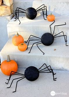 Styrofoam Ball Stair Spides - Halloween DIYs For Your Front Yard - Photos