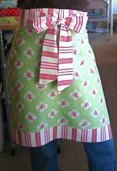 ** TABLIER FILLE CHANTALE** Your Christmas gift from me.an apron in an hour! - Stop staring and start sewing! - yard and a fat quarter. may have to adjust the measurements to fit my child-bearing hips. Sewing Hacks, Sewing Tutorials, Dress Tutorials, Sewing Ideas, Apron Tutorial, Pillowcase Tutorial, Easy Apron Pattern, Half Apron Patterns, Diy Tutorial