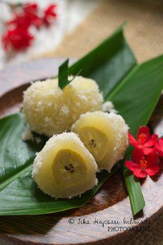 Kalimbu, Steamed cassava cake stuffed with banana (from cemplang Cemplung)
