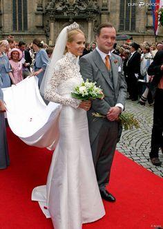 Le prince Alexander de Schaumburg-Lippe et son épouse Nadja-Anna lors de leur mariage à...