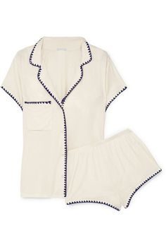 22 Gift Ideas for Every Stylish Woman, No Matter What the Occasion The Best Gift Ideas For Stylish Women No matter what the occasion, these editor-approved gifts won't disappoint her. Cute Pjs For Women, Stylish Clothes For Women, Stylish Outfits, Cool Gifts For Women, Gift Ideas For Women, Lounge Outfit, Lounge Wear, Bustiers, Mens Flannel Pajamas