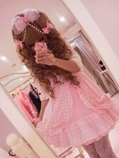 Adorable Hime Gyaru with triple bow hair clips with dangling pearls!