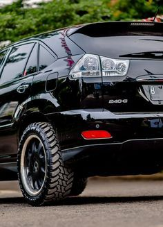 Lexus rx350 offroad wheels mt . Inspiration ideas on lifted trucks and SUV with off-road wheels and overland mods. DIY and easy to install exterior and interior upgrades. #lexus #offroad Off Road Wheels, Off Road Tires, Toyota Harrier, Lexus Rx 350, Offroader, Camping Spots, Led Light Bars, Roof Rack, Lifted Trucks