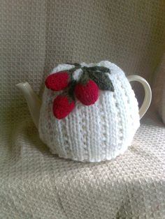 Strawberry Tea Cosy Knitting Pattern : Despicable me, Minions and Teas on Pinterest