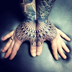 65 Thematische Handgelenk Tattoo Designs