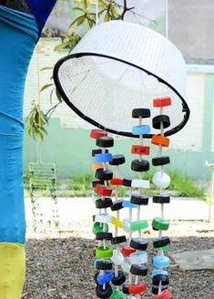 Os 'Cordófonos' são instrumentos que vibram pelo movimento de cordas de várias espécies. Na foto, Parque Sonoro do EMEI Manoel Bandeira. Reggio Emilia, Infant Activities, Preschool Activities, Music Garden, Sensory Toys, Music Class, Diffuser Blends, Baby Play, Diy Toys