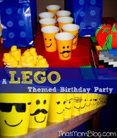 Personaliza los vasos amarillos con distintas expresiones de rostros para tu fiesta Lego. #FiestaLego