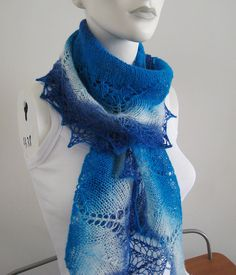 Free Pattern: Amber Placers  yarn is from:  Aade Lõng Artistic 8/1